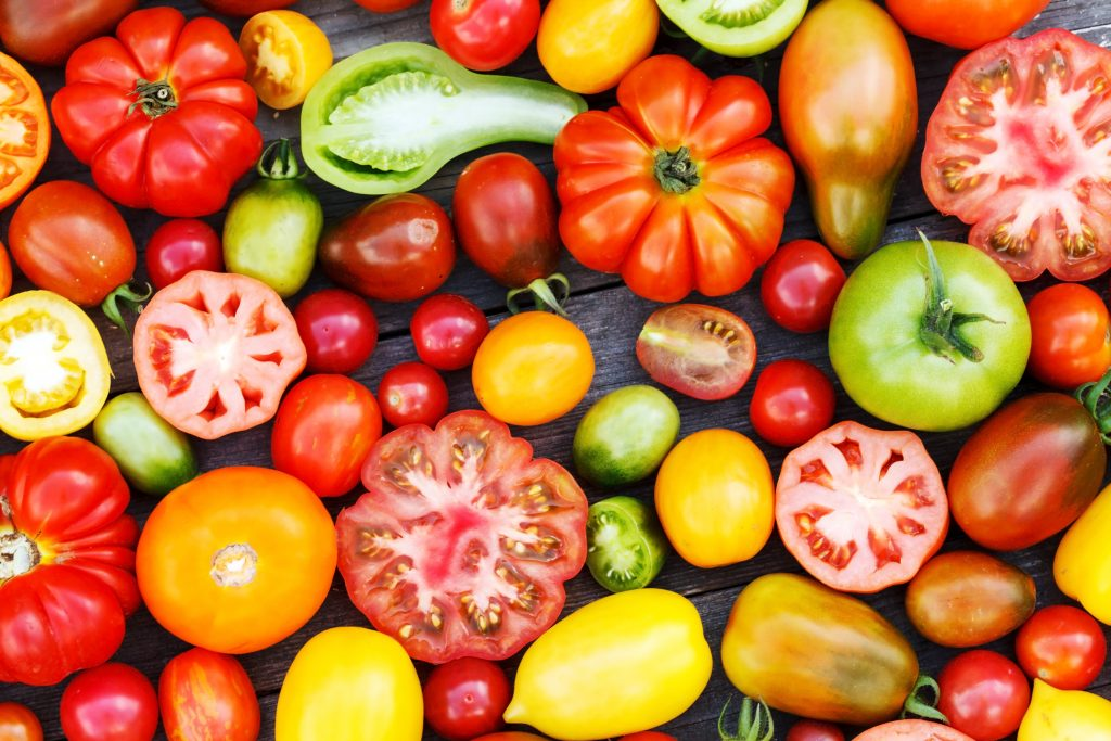 Regime fruit - manger des fruits ne fait pas mincir.  Certains fruits, heureusement on malgré tout un indice glycémique bas, notamment certains fruits rouges, les baies, les mandarines, clémentines, pamplemousse et bien sûr l'avocat, les olives et la tomate, qui sont des fruits aussi. Voici une liste des fruits brûleurs de graisse les plus efficaces - tomates. Choisissez les bons fruits pour votre régime.  La Méthode Tunzini - le régime conçu pour les hommes.
